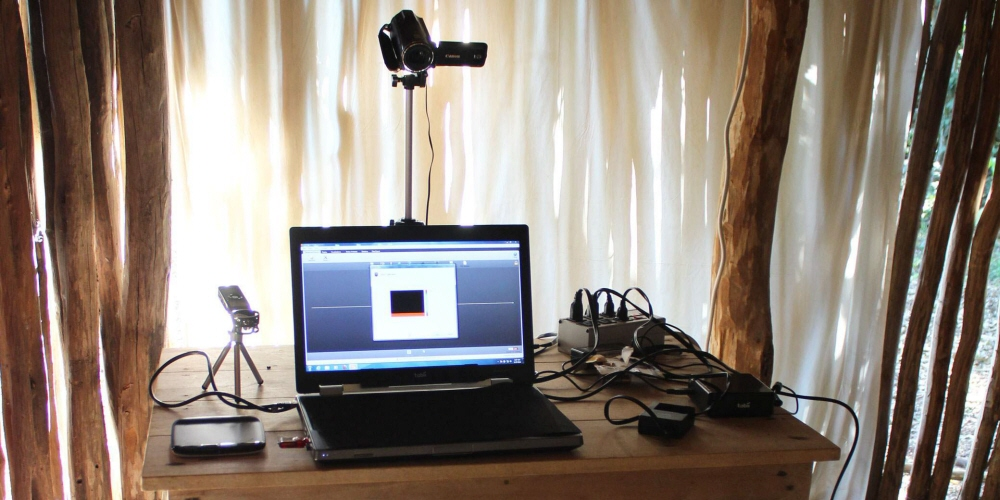 The test setup with a Tobii Pro X2-60 mounted on a laptop.